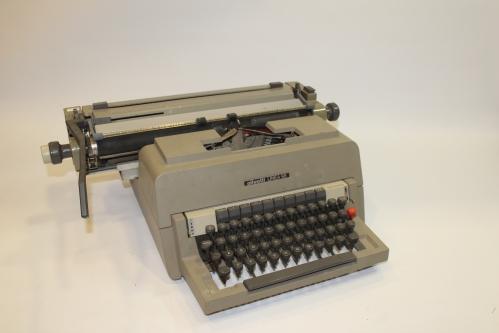 Máquina de escrever Olivetti Linea 98   Rosablue Antiguidades